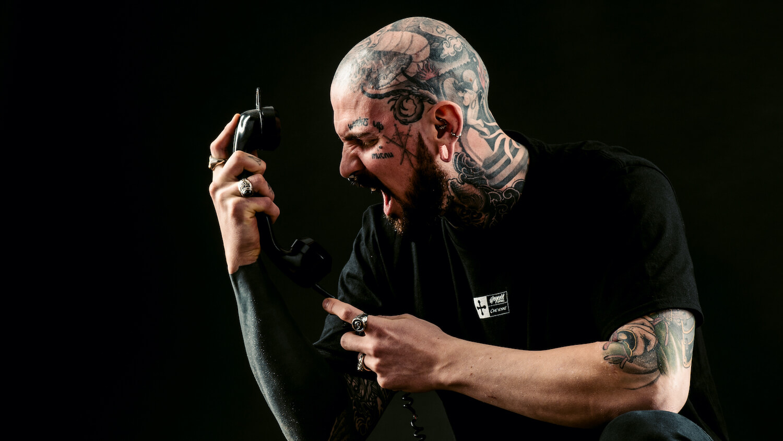 Shooting im Studio mit Micky Tattoo Model aus Zürich