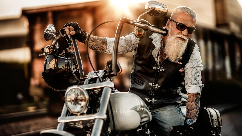 Themen Shooting Harley Davidson mit Gregorio Model aus Zürich