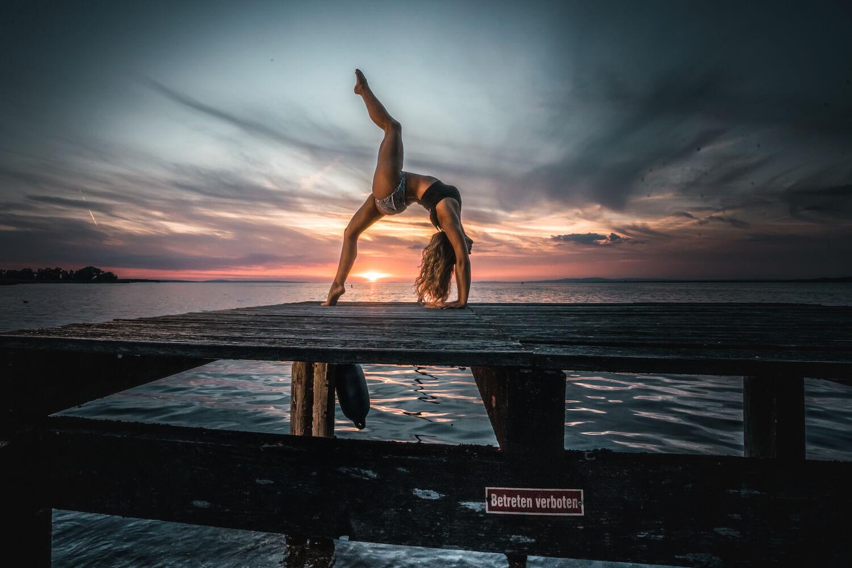 4one Foto-Shooting Fotografie Bodensee Vorarlberg Poleria Widnau Akrobatik Frau Pole Dance 4