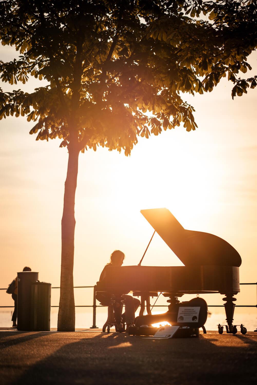 4one Foto-Shooting Fotografie Bodensee Bregenz Sommer Mann Klavier
